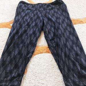 Gray And Black Cropped Legging